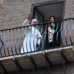 Papa Francesco visita il Campidoglio. Appello a Virginia Raggi per l'accoglienza