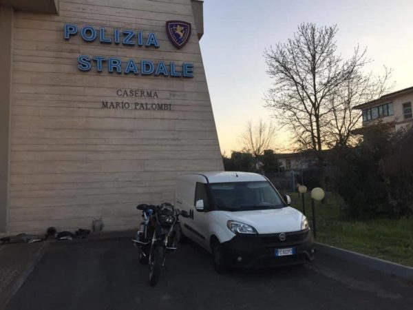 furgone furto motocicletta polizia stradale