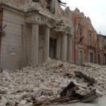 Dieci anni fa il terremoto che devastò L'Aquila. Il ricordo e la fiaccolata per le 309 vittime