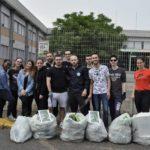 """""""Iniziamo da Me"""": i giovani apriliani raccolgono i rifiuti al polo superiore."""