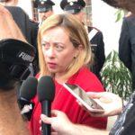 Giorgia Meloni ad Aprilia in solidarietà ai CC aggrediti in via Francia.