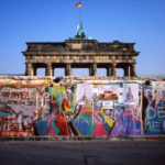 Oggi di trent'anni fa cadeva il muro di Berlino.