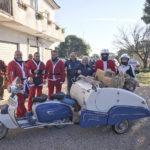 I Babbo Natale in Vespa dai bambini del nuovo ospedale dei Castelli.