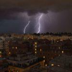 Nuova allerta meteo: previsti forti raffiche di vento e temporali.