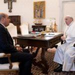 Zingaretti incontra il Santo Padre e gli dona pacchi alimentari per centro Astalli.
